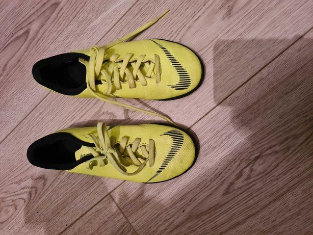 Buty do piłki Nike roz.32