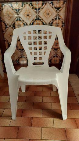 Cadeiras de jardom em plástico