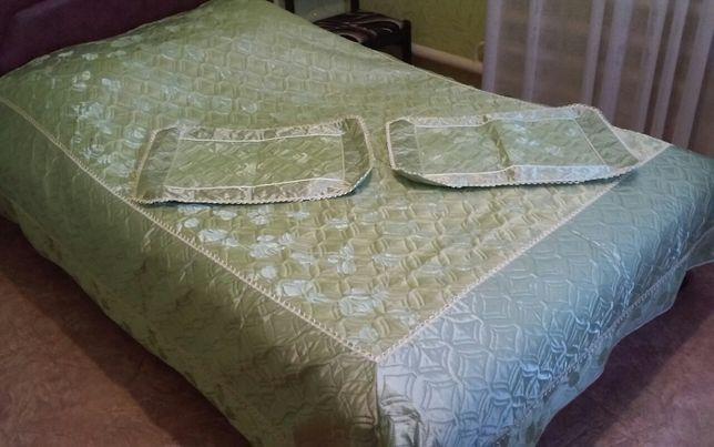 Продам покрывало стеганное на постель.