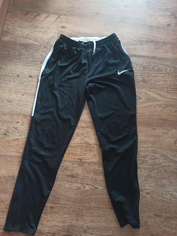 Dresy Nike sportowe S/M