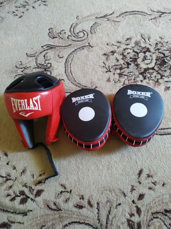 Боксерский шлём и лапы