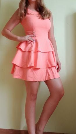 Piękna koralowa sukienka