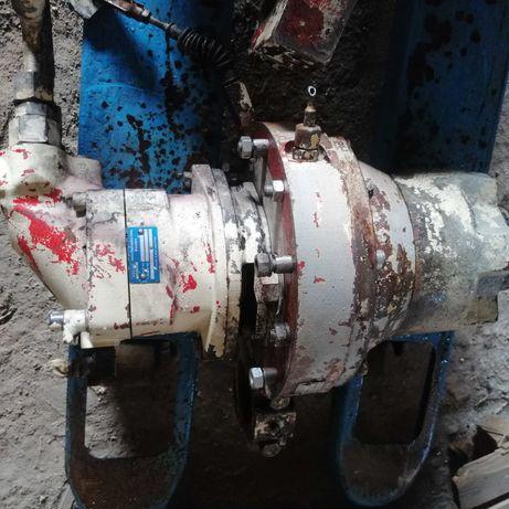 Silnik hydrauliczny ze zwolnicą