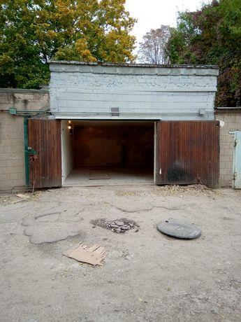 Продам капитальный гараж в центре города