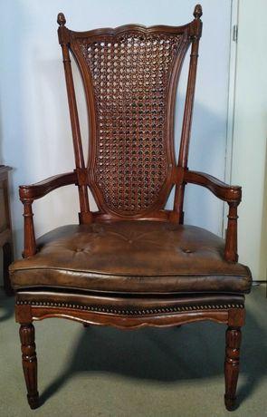 Wysoki skórzany fotel Francja