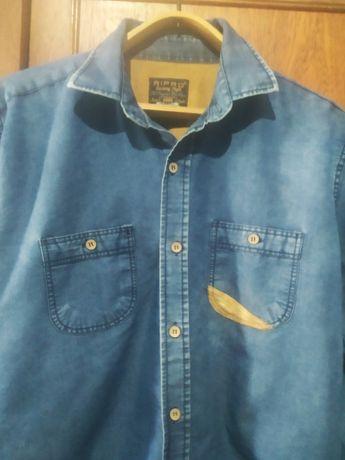 Фирменная джинсовая рубашка.