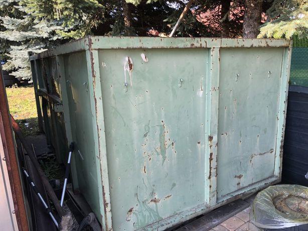 Kontener otwarty na śmieci bramowiec