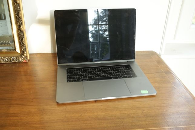 MacBook APPLE Pro 15
