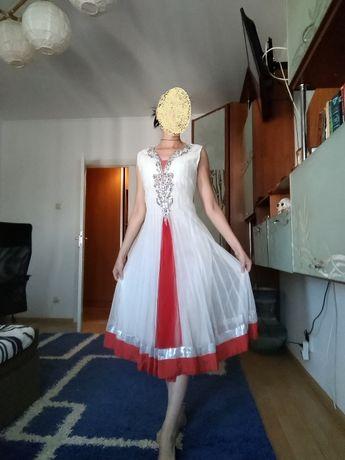 шикарное белое платье с Индии