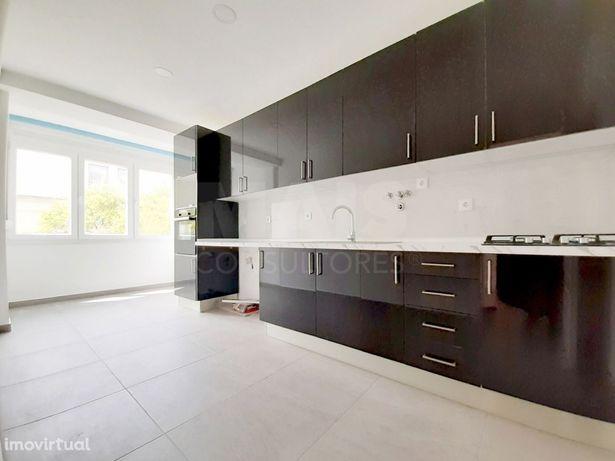 Apartamento T2 Remodelado em Queijas