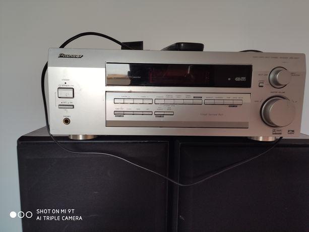 Amplituner Pioneer i zestaw głośników