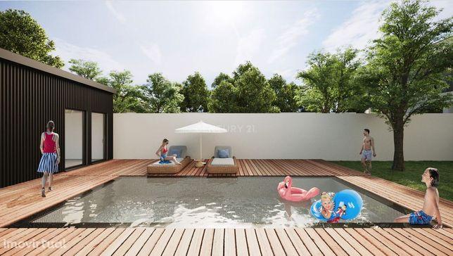 Moradia nova com 3 quartos , piscina privada e elevador . A 3m do cent
