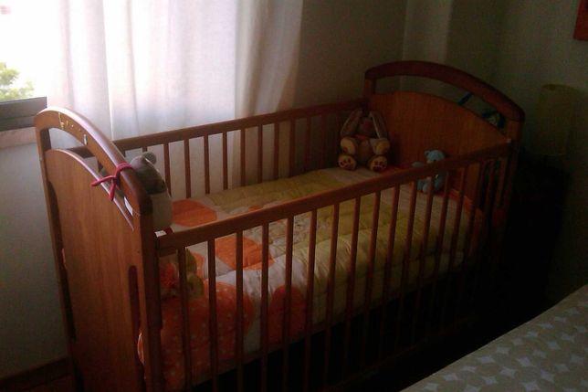 Cama de criança em madeira