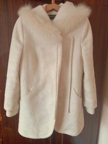 Пальто с капюшоном весна