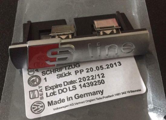 NOWY emblemat znaczek na grill sline s line Audi logo zaczepy srebrny