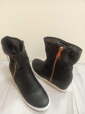 Jesień/wiosna czarne buty damskie na koturnie r.39
