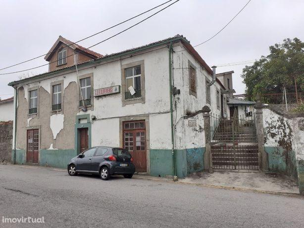 Prédio centro de Oliveira do Douro