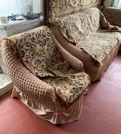 Накидки на диван та два крісла.