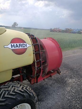 Opryskiwacz sadowniczy Hardi 1000l ARAG