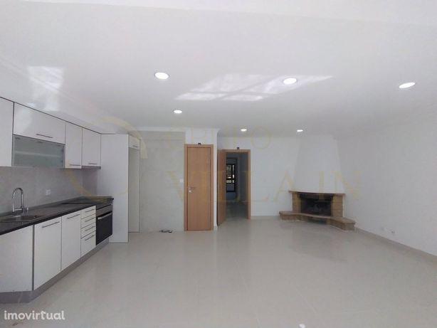 Apartamento T2 renovado na Marisol, Charneca da Caparica