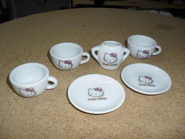"""Chávenas e pires  """"Hello kitty""""  (louça)  (6 peças por 5€)"""