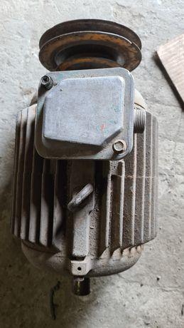 Электро двигатель асинхронный три фазы  5 киловатт