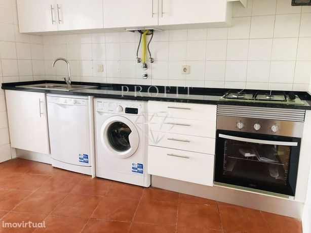 Apartamento T2 para arrendamento no Alto dos Barronhos, Carnaxide