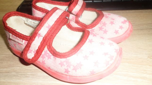 Обувь для девочки, тапочки, босоножки