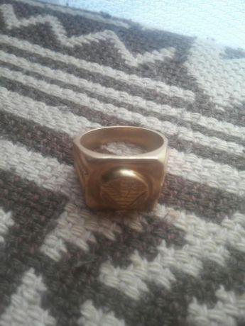 Sygnet złoty Armanii