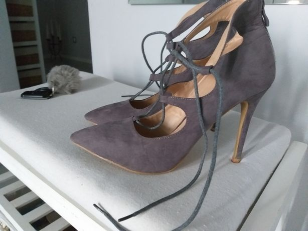 Szare sznurowane botki