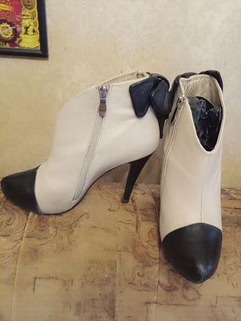 Кожаные ботильоны ботиночки на каблуке женские р 39 бежевые кремовые
