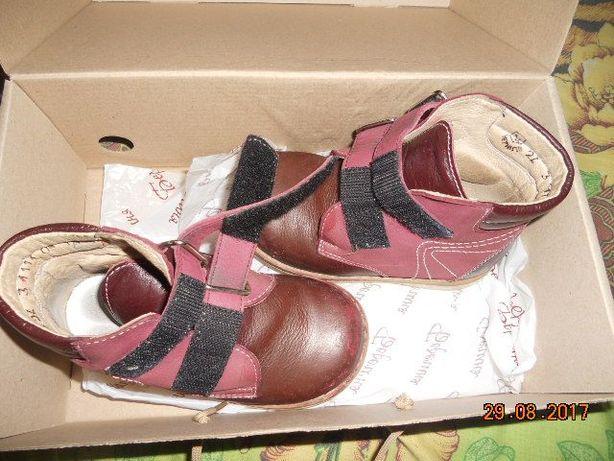 Продам ортопедические кожаные ботинки