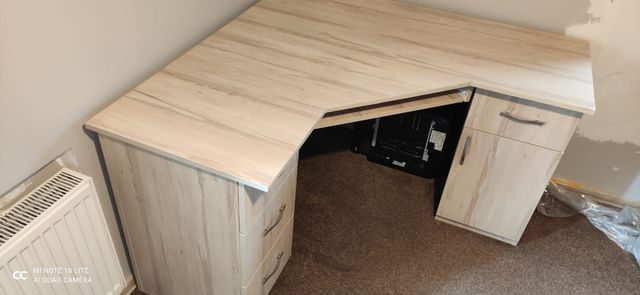 Duże narożne biurko