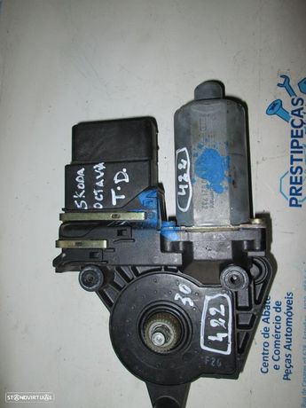 Motor elevador vidro 0130821732 SKODA / OCTAVIA / 2002 / TD /