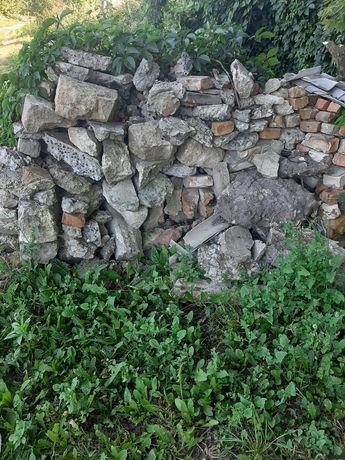 Битий бетон і камінь