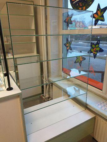 Gablota szklana wystawowa