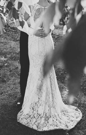 Suknia ślubna + biżuteryjne dodatki