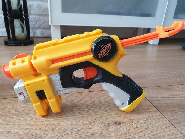 Pistolet firmy Nerw