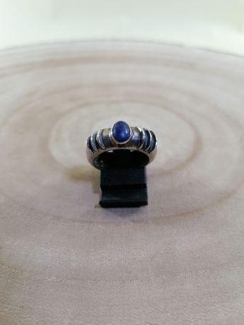 Anel com pedra azul marinha em prata de lei