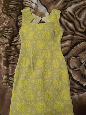 Платье приталиное