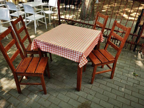 Drewniany stolik z 4 krzesłami