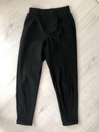 Czarne spodnie bershka