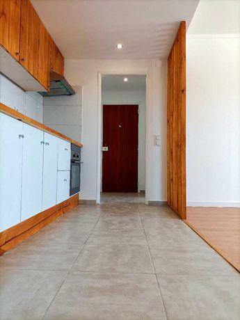 Arrenda-se apartamento T2 renovado Sobreda - Almada