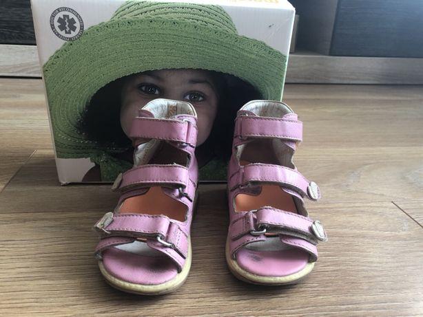 Босоножки, сандали memo