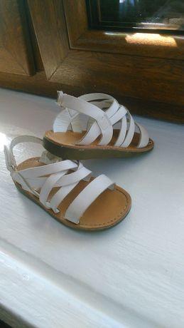 Sandałki dla dziewczynki Reserved