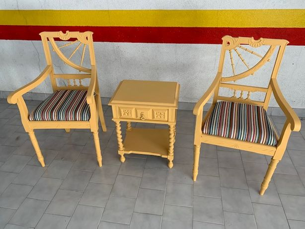Cadeirões + mesa apoio