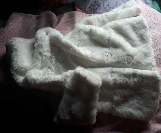 Piękny płaszczyk bialy dla dziewczynki