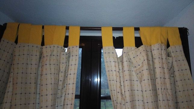 Cortinas e toalha de mesa