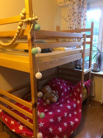 Łóżko piętrowe dla dzieci, drewniane.