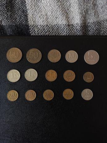 Монети Росії різні.